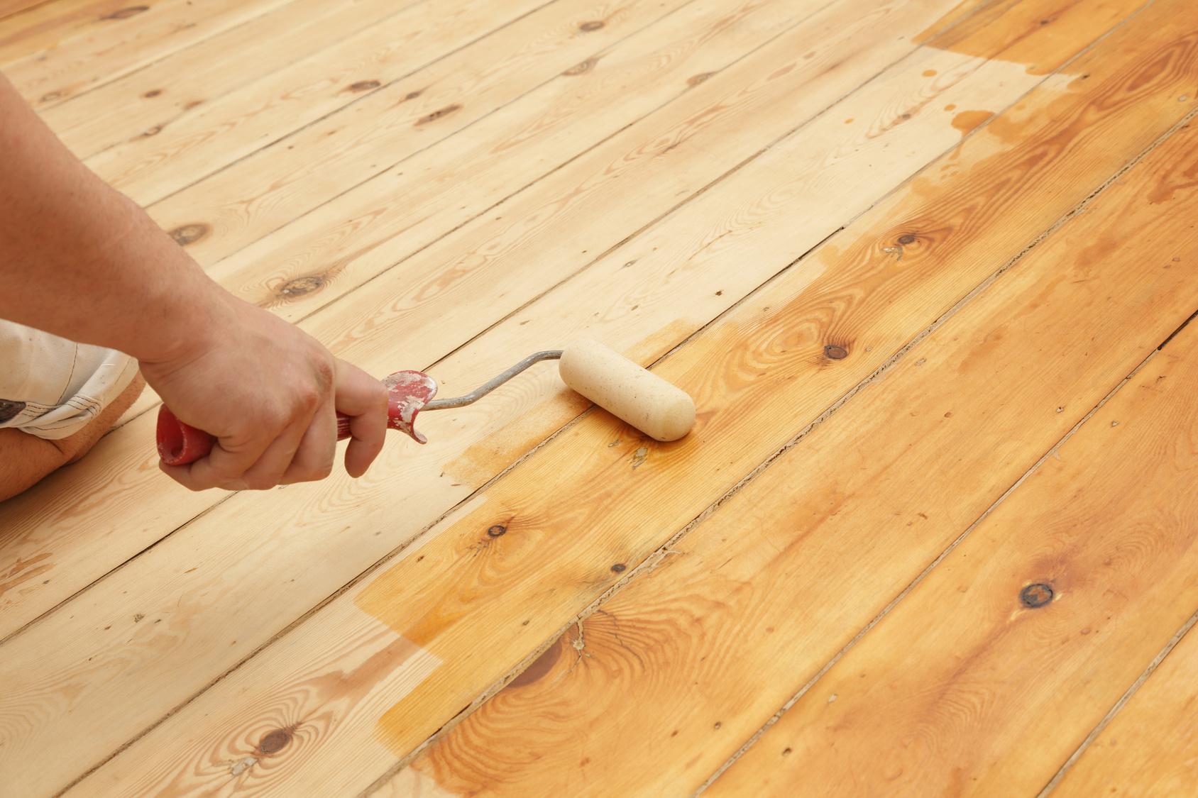 Holzfußboden Lackieren Oder Wachsen ~ Parkett lackieren anleitung und infos theo schrauben.de