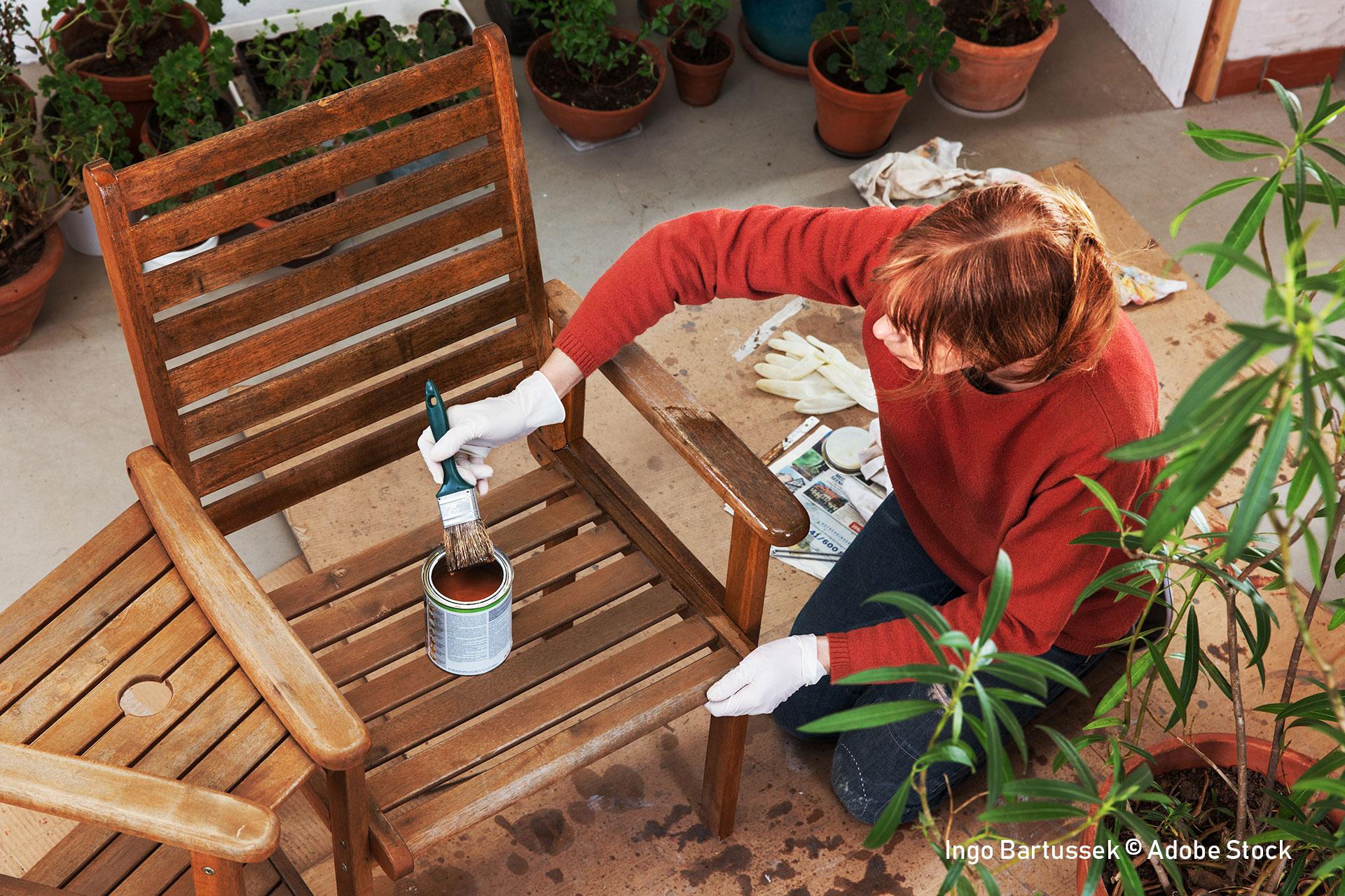 holz lasieren die anleitung mit tipps und tricks theo schrauben. Black Bedroom Furniture Sets. Home Design Ideas