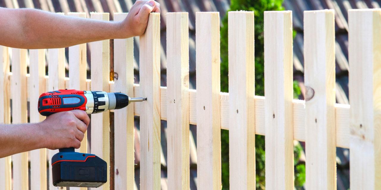 Holzzaunbau – worauf man achten sollte